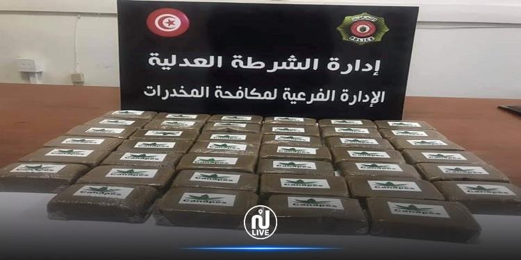 منوبة: حجز 40 صفيحة 'زطلة' بقيمة 150 ألف دينار لدى شاب