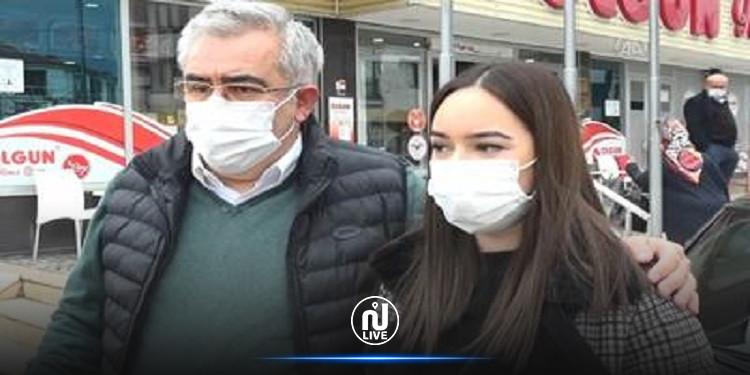 """أب تركي  يهدي ابنته """"سيارة أحلامها"""" من أموال ادخرها من ترك التدخين"""