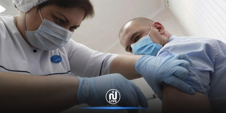 فرنسا تتيح التطعيم ضد فيروس كورونا لمن تزيد أعمارهم عن 55 عاما