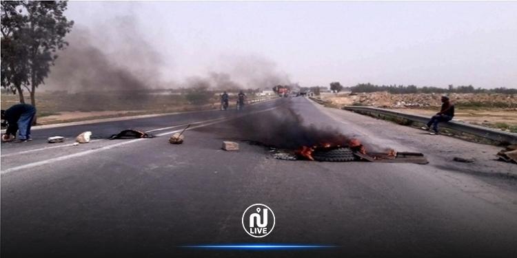 أهالي تاكلسة يحتجون ويغلقون الطريق الرابطة بين الهوارية و تونس