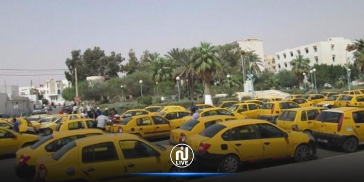 صفاقس: سائقي سيارات الاجرة يحتجون ويطالبون  بحقهم في التمتع برخصهم