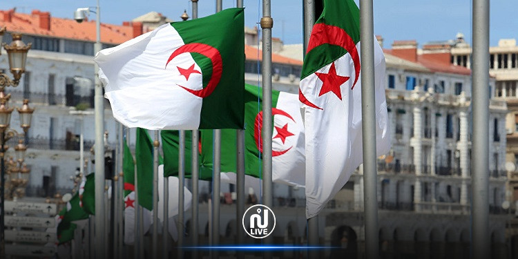 الجزائر تقرر تنكيس العلم الوطني لمدة ثلاثة أيام