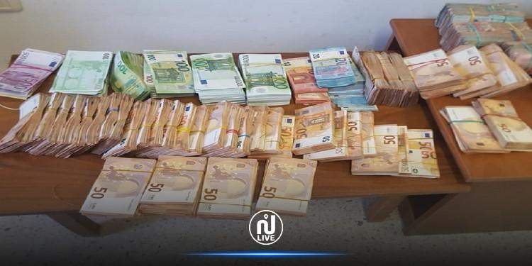 القصرين:  القبض على 8 أشخاص بحوزتهم عملة أجنبية