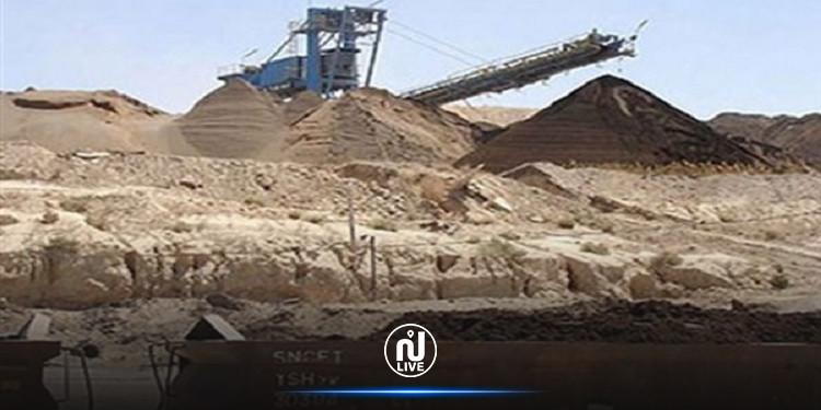 المكناسي: حجز 5 شاحنات محملة بالفسفاط من طرف عدد من العمال