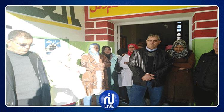 سيدي بوزيد:أولياء ومدرسي المدرسة الابتدائية الخاصة 'المعرفة' يحتجون