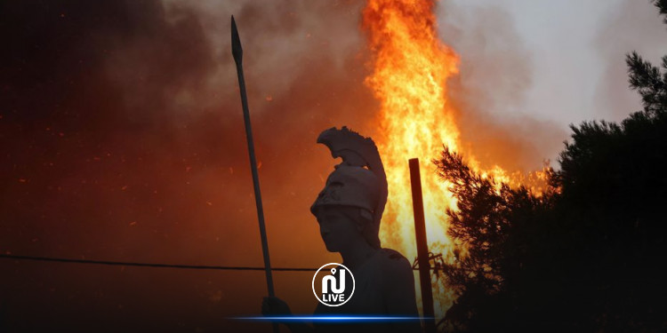 Grèce : les pompiers face à des incendies ravageurs