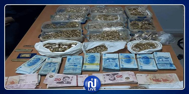 الحرس الديواني يحجز كميات من المصوغ يقيمة مليوني دينار (صور)