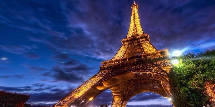 فرنسا: إخلاء برج إيفل اثر محاولة هجوم من قبل مسلح
