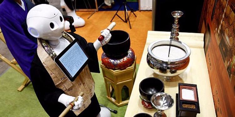 ' روبوت ' بديل للكهنة في الجنائز (فيديو)
