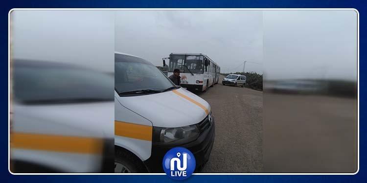 غلق الطريق الوطنية الرابطة بين القيروان وبوحجلة (صور)