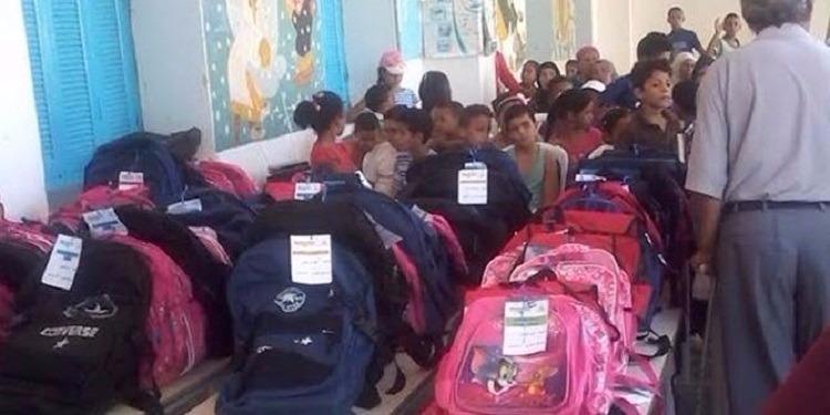 قابس: توزيع لوازم مدرسية على ضعاف الحال من تلاميذ الجهة