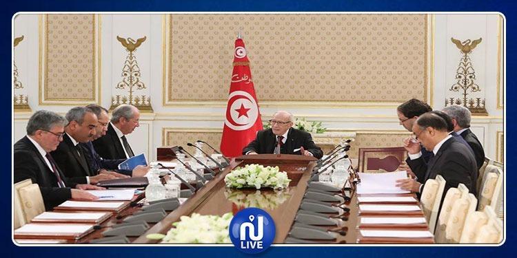 رئيس الجمهورية يشرف على أشغال مجلس الأمن القومي (صور)