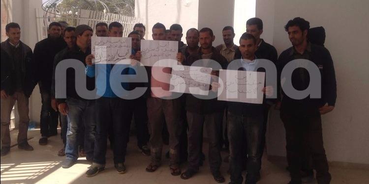 المجمع الكيميائي بقابس : سائقو الجرافات يواصلون احتجاجهم