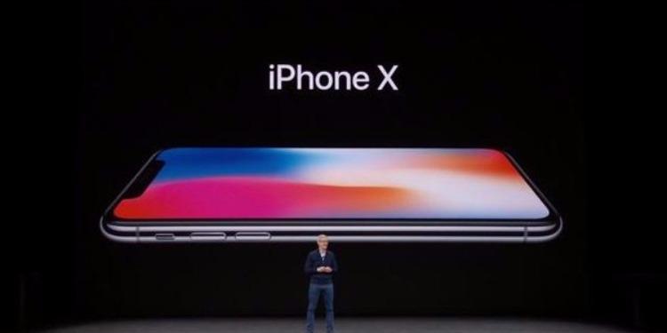 آبل تكشف عن مواصفات آيفون 8 وآيفون X الجديد ( صور)