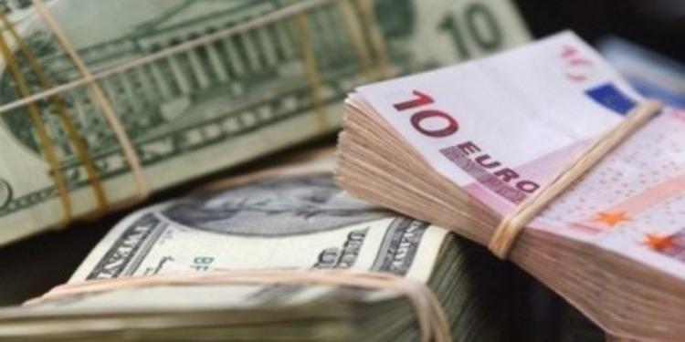 Devises: Le Dinar poursuit sa chute et perd du terrain face à l'Euro