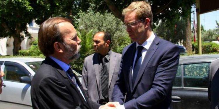 بريطانيا ترسل 600 محققا إلى تونس