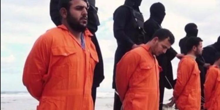بعد رفع رفاتهم.. 'داعشي' يروي حيثيات ذبح الأقباط المصريين في سرت الليبية