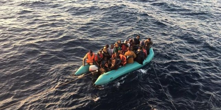 إسبانيا: إنقاذ 30 مهاجرا إفريقيا قبالة مضيق جبل طارق (صور)