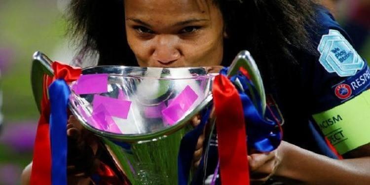 ''France football'' lance un Ballon d'or féminin