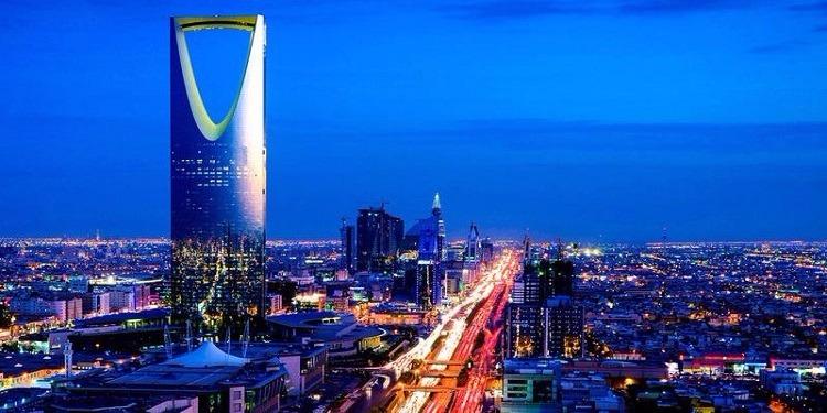 السعودية تدخل موسوعة 'غينيس' بأطول لوحة مرورية! (صور)