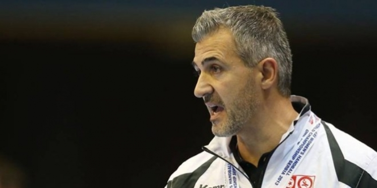خاص : الترجي يستعد للبحث عن بديل للمدرب باولو بيريرا