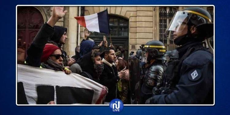 شعبية إيمانويل ماكرون تتراجعتزامنا مع احتجاجات عارمة