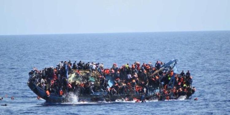 مصرع 25 مهاجراً جراء غرق قاربهم قبالة السواحل الليبية