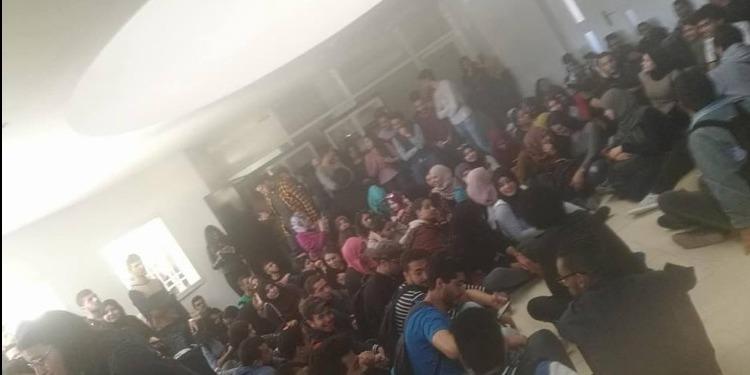 صفاقس: طلبة الهندسة يحتجون ضد حجب الأعداد