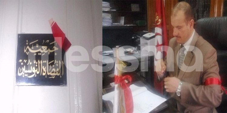 القضاة التونسيون يحتجون بالشارة الحمراء ويؤخرون الجلسات بساعة