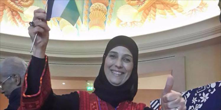 """فلسطينية تفوز بلقب """"المعلم الأفضل في العالم"""""""