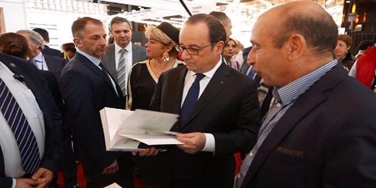 معرض الكتاب في باريس: فرنسوا هولاند يزور جناح تونس وسفير فرنسا بتونس يؤكد اعجابه بالموسيقى التونسية (فيديوهات)