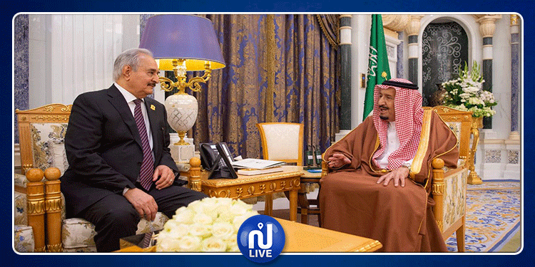 3d80da570 العاهل السعودي يلتقي خليفة حفتر قبل قدومه إلى تونس