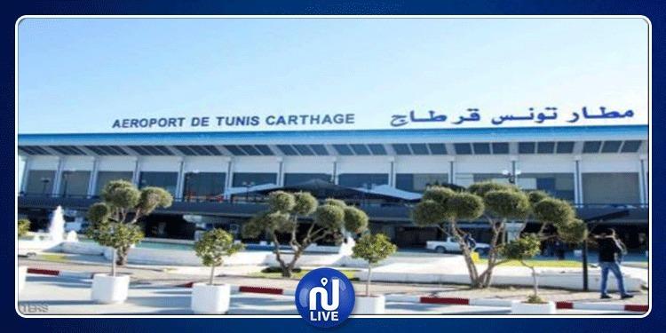 ماذا فعل المصريون داخل مطار قرطاج؟