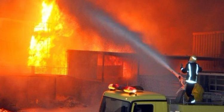 راس الجبل :حريق بورشة ميكانيك يأتي على 5سيارات وجرار