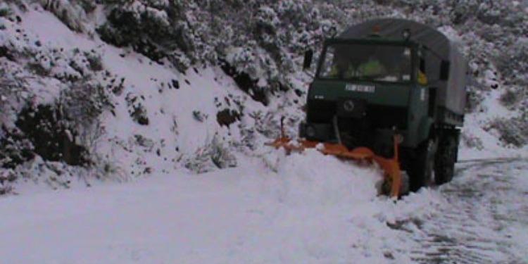 الجزائر: الثلوج تعزل عدة مناطق وإلغاء رحلات جوية والجيش يتدخل