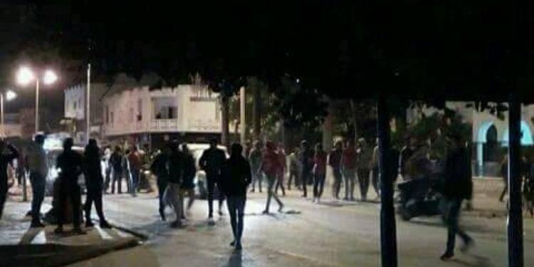 نابل: الأمن يفرق عدد من المحتجين ليلا بالحمامات ويتصدى لمحاولة نهب المستودع البلدي بقربة