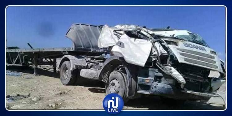 الفحص..مقتل سائق شاحنة ثقيلة بطريقة فظيعة (صور)