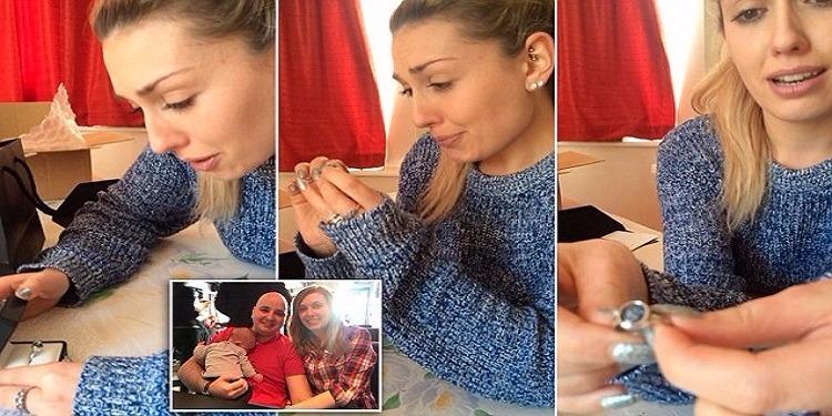 إمرأة تحول زوجها الى خاتم في إصبعها
