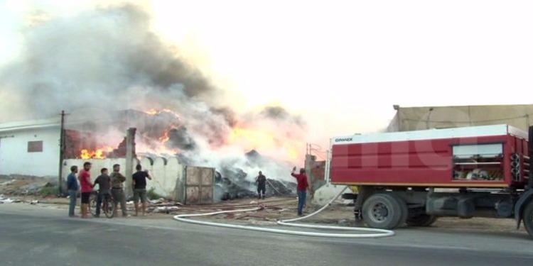 القيروان - حريق هائل فى معمل''الفريب'' يخلف خسائر مادية كبيرة (صور وفيديو)