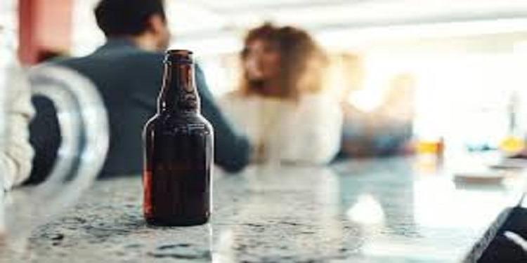 كيف ينظُر الرجال للمرأة بعد تناول الكحول؟