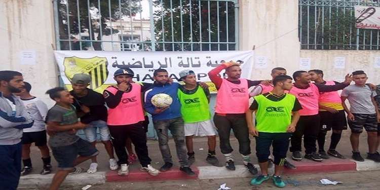 لاعبو نادي تالة الرياضية يتدربون أمام مقر المعتمدية ! (صور)