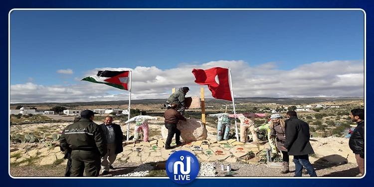 تدشين هضبة محمود دوريش على سفح جبل سمامة (صور)