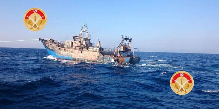 جيش البحر ينقذ 58 تونسيا بعد تعرض قاربهم إلى عطب