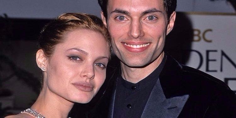Angelina Jolie vit-elle une relation avec son frère !? (photos)