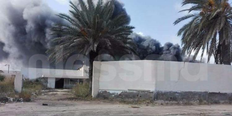 قابس: حريق هائل في بناية مهجورة تستغل كمعمل لإنتاج التن (صور)