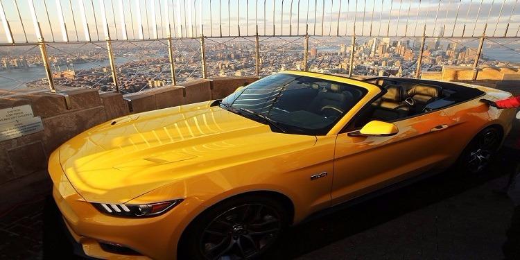 شركة فورد تقدم ''موستانغ'' صفراء هدية لناشطة سعودية (صورة)