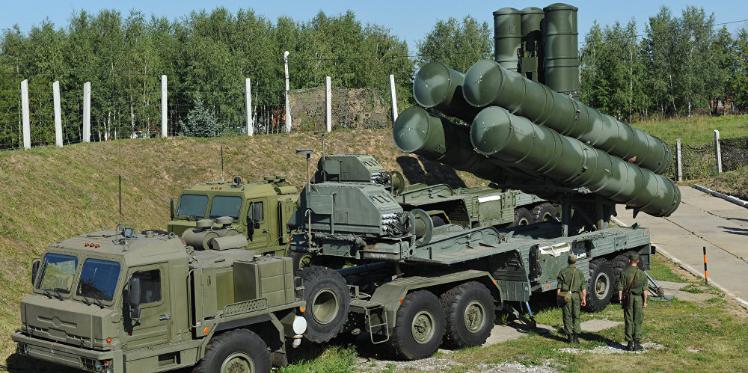 """روسيا تنقل منظومة """"إس-400"""" والتحالف الدولي يعرب عن قلقه"""