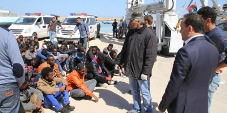 مقتل 30 مهاجرا غير شرعي جراء تصادم حافلة تقلهم في ليبيا