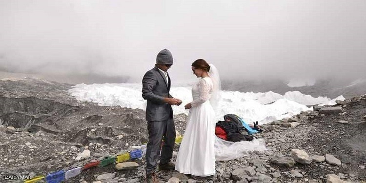زفاف 'أسطوري' على أعلى قمة في العالم