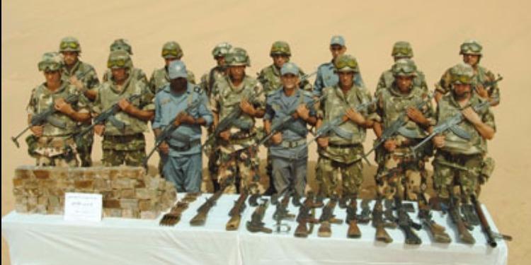 الجيش الجزائري يكشف عن مخبأ للأسلحة والذخيرة ( صور )